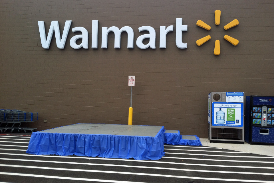 against wal-mart essays I told them they had 3 days and if i didn't hear from them i would contact the police and file a theft charge against the company  wal-mart credit said there was a code problem but it was up.